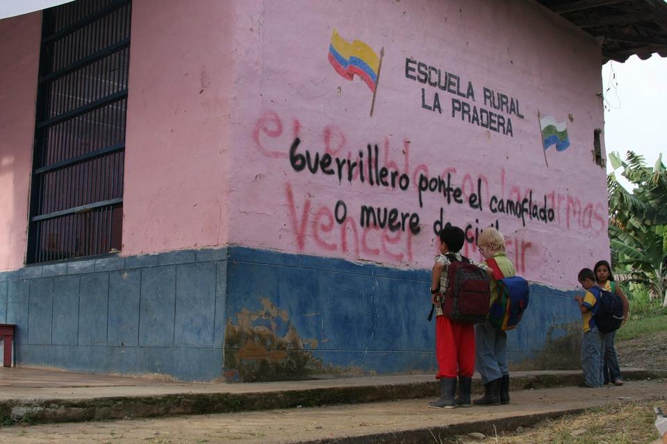 Informe mega rese a los colores de la monta a sitio for El mural pelicula