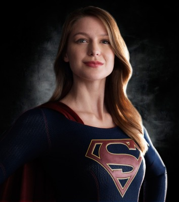 Melissa Benoist como Supergirl en el proyecto televisivo del mismo nombre para la CBS, cortesía de DC Comics