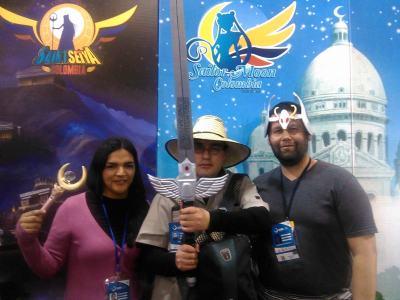 Andrea Pulido, presidenta de Sailor Moon Colombia (izquierda) y Nicolas Vasquez, presidente de Saint Seiya Colombia (derecha)
