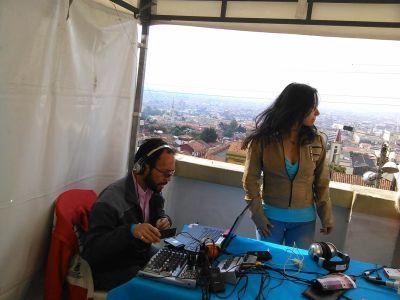 Cesar Beltran y Johanna Mogollón del Sistema Radio Candelaria. Foto por: Juan Carlos Quenguan